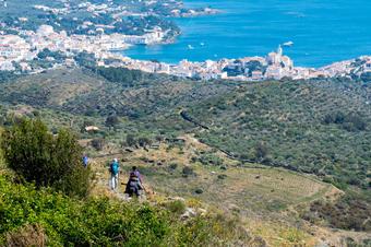 Baixant a Cadaqués seguint el GR-92. Ruta de Cadaqués a la Muntanya Negra.