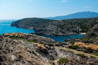 Vistes a la costa del Cap de Creus. Ruta de Cadaqués al Far de Cap de Creus.