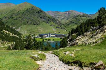 """Santuari de Núria. """"Ruta del Santuari de Núria al Forat de l'Embut"""". Parc Natural de Capçaleres del Ter i del Freser."""