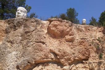Escultures a dalt de les roques. Cervià de les Garrigues.