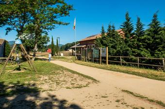 Antiga estació de tren de Bescano i el Carrilet Olot-Girona.