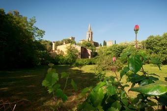 Encantador poble  de Sant Martí Vell al peu de les Gavarres (Gironès)