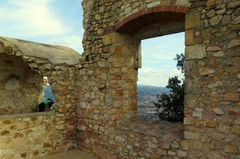 """Castell de Burriac. Ruta """"De la Font Picant al Castell de Burriac"""". Cabrera de Mar."""