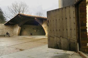 Passeig per la Vila Vella. Stant Joan de les Abadesses.