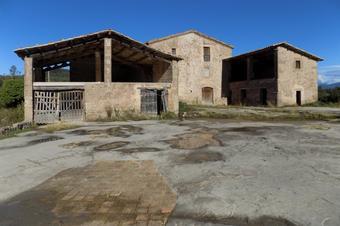 El castell de Lluçà i el pantà de Garet. Lluçà