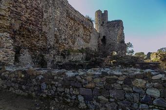 Castell de Sant Iscle i pantans. Vidreres