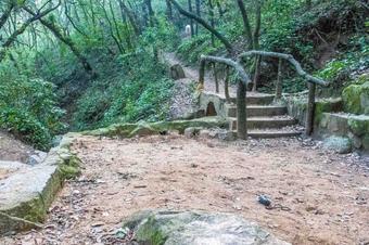 Ruta del castell de Burriac pel camí de les font, a Argentona.