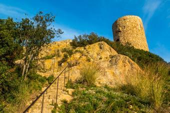 """Ruta """" Font Picant-Torre Ametller pel castell de Burriac"""". Cabrera de Mar."""