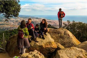 """Vistes a Mataró des del castell de Burriac.Ruta """"De la Font Picant al Castell de Burriac"""". Cabrera de Mar"""