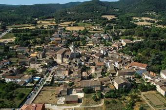 Quatre pobles als peus de les Gavarres. Celrà.